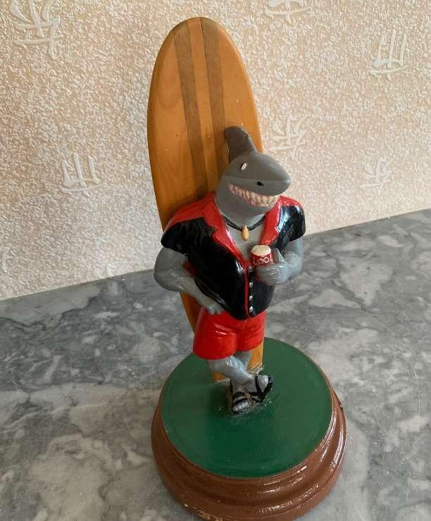 unikvintage64-statue surfer